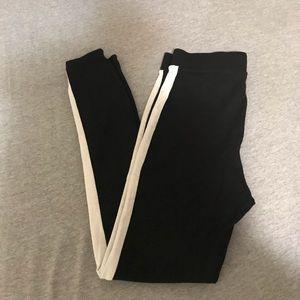 ❤️3/$7❤️F21 White Stripe Leggings